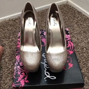 Qupid gold Vegas Heels!